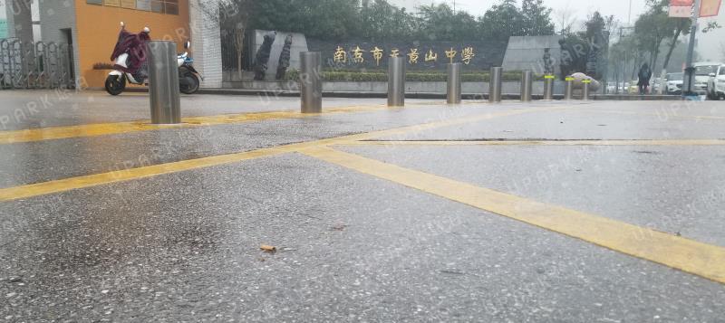南京天景山中学自动升降柱项目